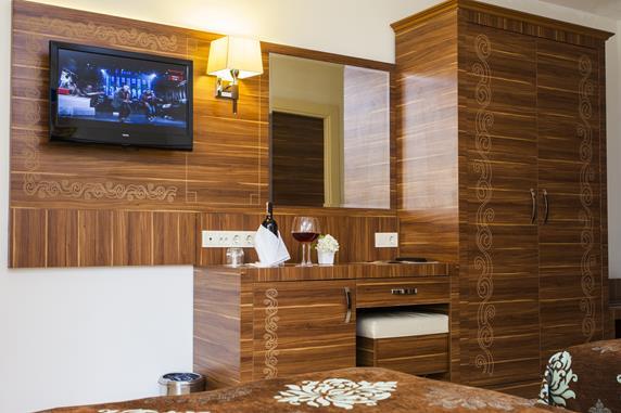https://aventur.ro/assets/media/imagini_hoteluri/ALOBAT/ALOBAT-HotelPict4-17599.jpg