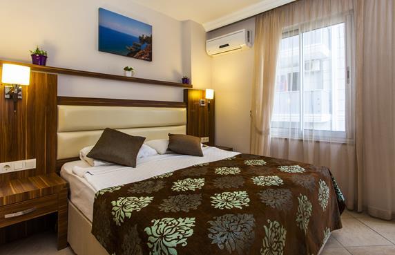 https://aventur.ro/assets/media/imagini_hoteluri/ALOBAT/ALOBAT-HotelPict8-17603.jpg