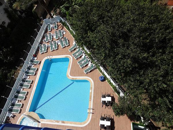 https://aventur.ro/assets/media/imagini_hoteluri/ALPINA/ALPINA-HotelPict2-15002.jpg