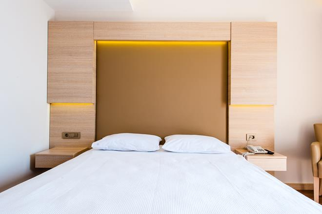 https://aventur.ro/assets/media/imagini_hoteluri/ALWATE/ALWATE-HotelPict3-10656.jpg