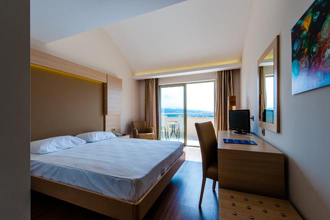 https://aventur.ro/assets/media/imagini_hoteluri/ALWATE/ALWATE-HotelPict4-10657.jpg
