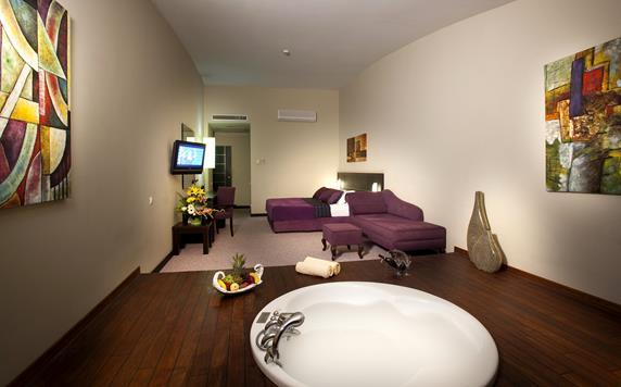 https://aventur.ro/assets/media/imagini_hoteluri/BLATLA/BLATLA-HotelPict9-17890.jpg