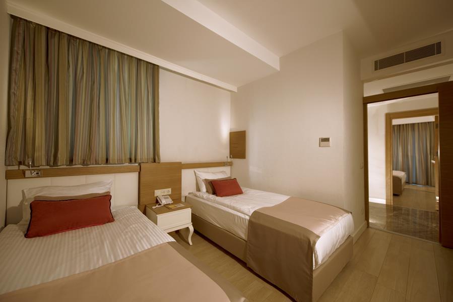https://aventur.ro/assets/media/imagini_hoteluri/BLPORT/BLPORT-HotelPict8-21294.jpg