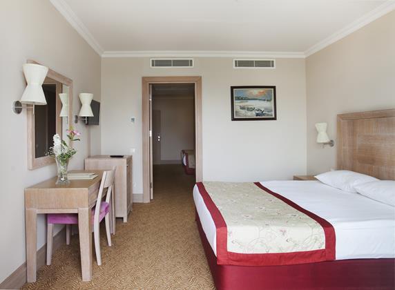 https://aventur.ro/assets/media/imagini_hoteluri/BLVERA/BLVERA-HotelPict7-18133.jpg