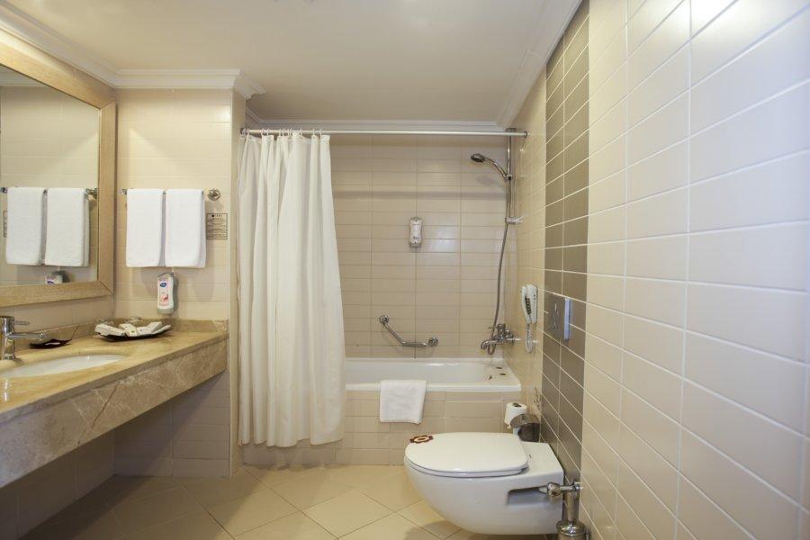 https://aventur.ro/assets/media/imagini_hoteluri/BLVERA/RoomFam-02.jpg