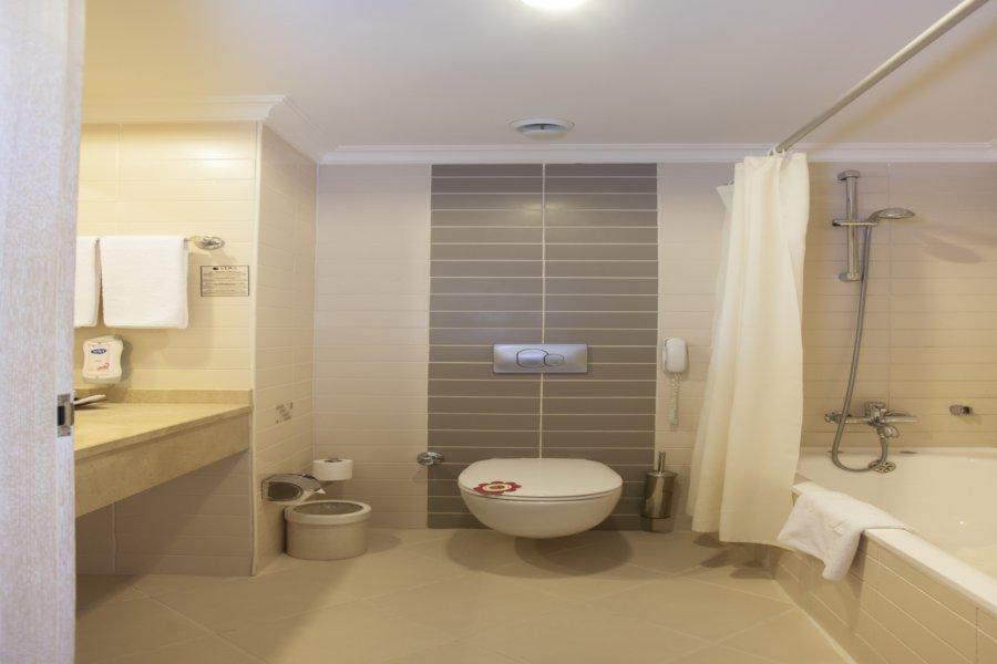 https://aventur.ro/assets/media/imagini_hoteluri/BLVERA/RoomStd-01.jpg