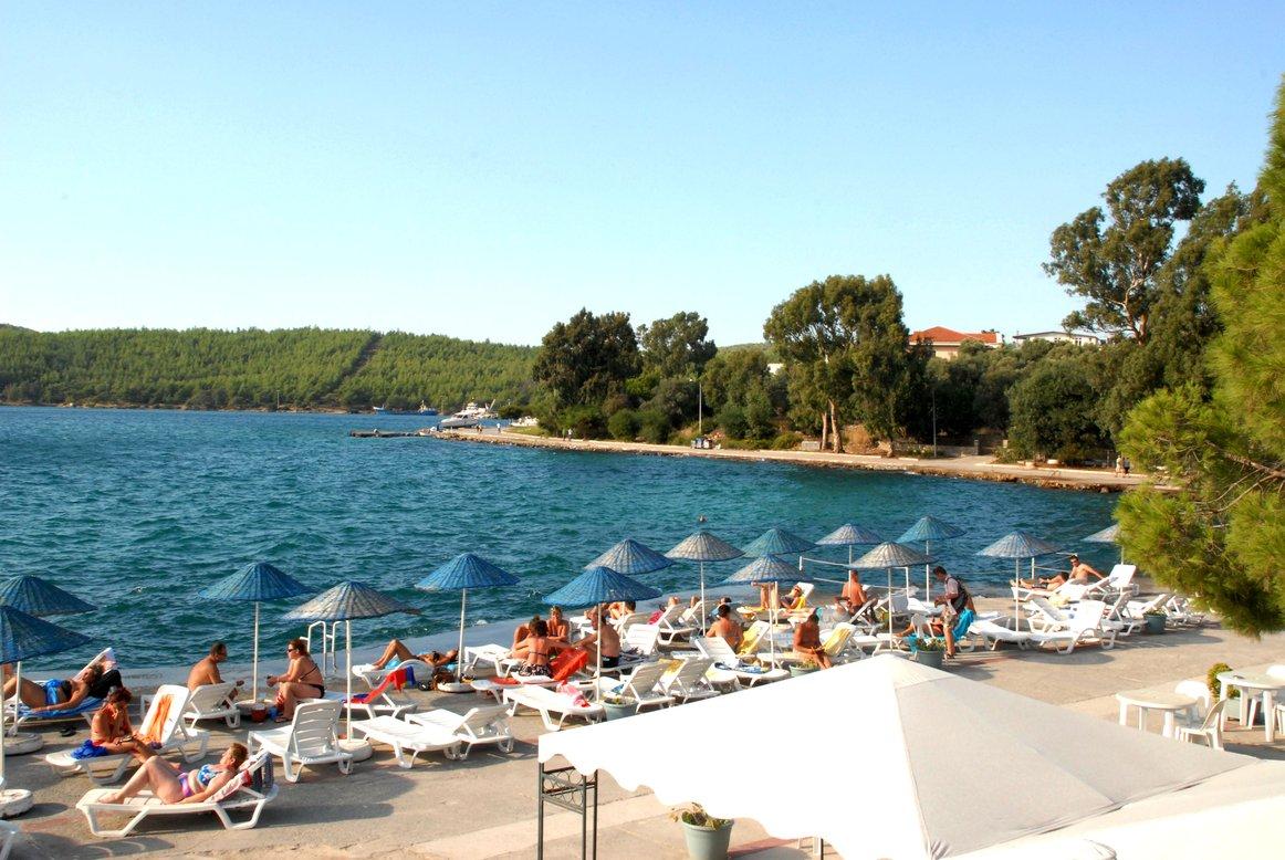 https://aventur.ro/assets/media/imagini_hoteluri/BOAEGA/Beach.JPG