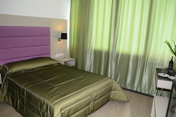https://aventur.ro/assets/media/imagini_hoteluri/BOBEND/BOBEND-HotelPict7-18218.jpg