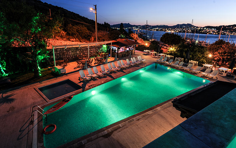 https://aventur.ro/assets/media/imagini_hoteluri/BOBITM/bitez-marina-hotel-havuz-03.jpg