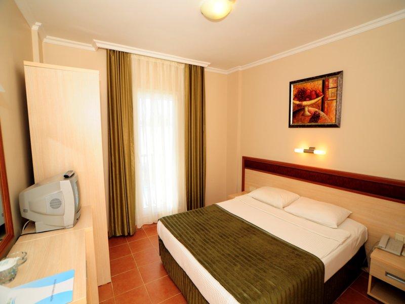 https://aventur.ro/assets/media/imagini_hoteluri/BOBITZ/room_standart_1.JPG