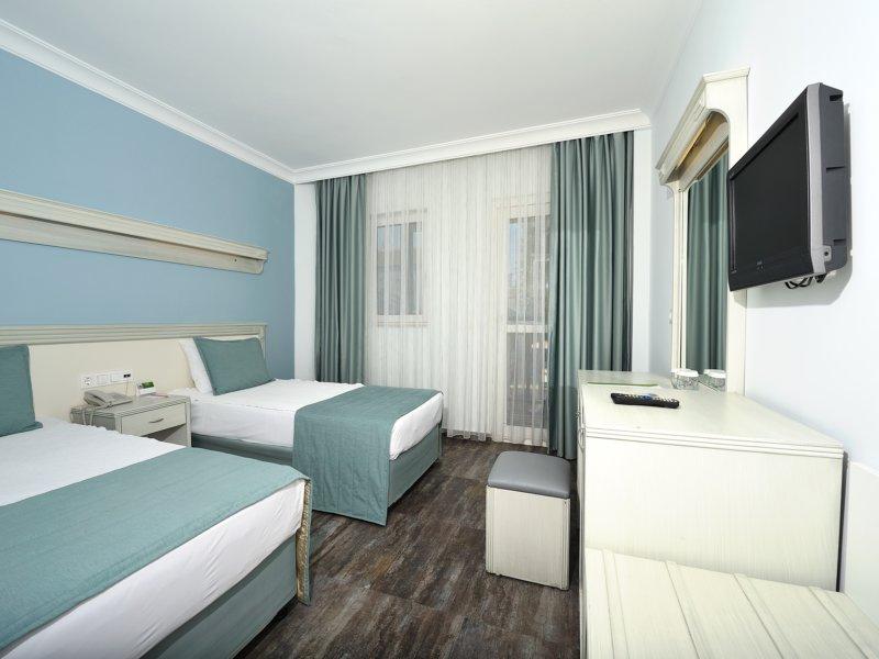 https://aventur.ro/assets/media/imagini_hoteluri/BOBITZ/room_standart_2.jpg