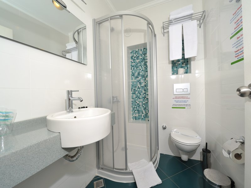 https://aventur.ro/assets/media/imagini_hoteluri/BOBITZ/room_standart_3.jpg