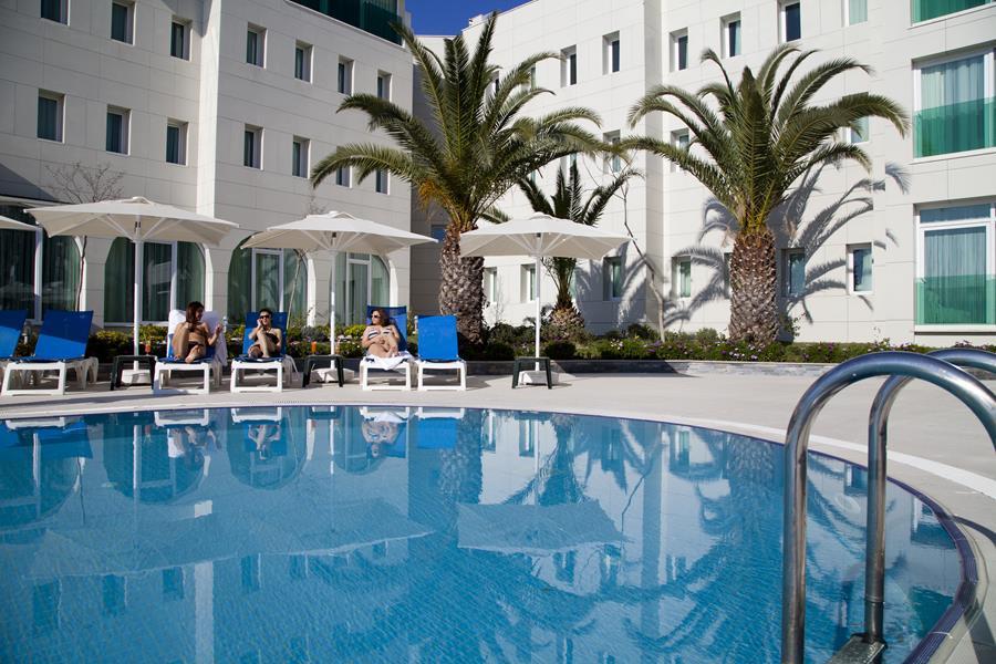https://aventur.ro/assets/media/imagini_hoteluri/BODRAN/BODRAN-HotelPict1-20437.jpg