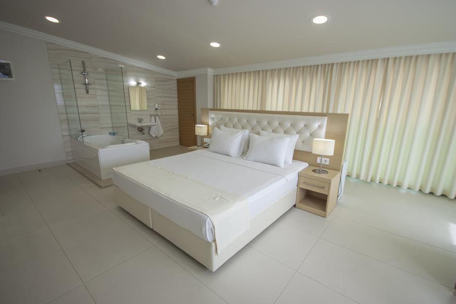https://aventur.ro/assets/media/imagini_hoteluri/BODRAN/BODRAN-HotelPict8-20444.jpg