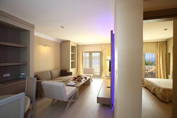 https://aventur.ro/assets/media/imagini_hoteluri/BOERSA/BOERSA-HotelPict11-18311.jpg