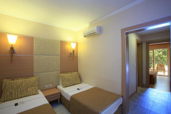 https://aventur.ro/assets/media/imagini_hoteluri/BOERSA/BOERSA-HotelPict7-18307.jpg