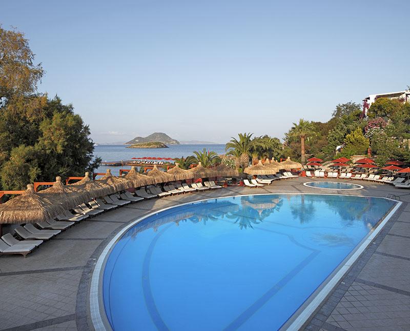 https://aventur.ro/assets/media/imagini_hoteluri/BOKADI/pool1.jpg