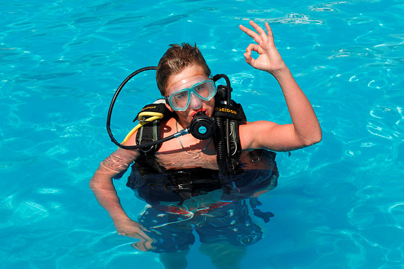 https://aventur.ro/assets/media/imagini_hoteluri/BOKADI/scuba_diving.jpg