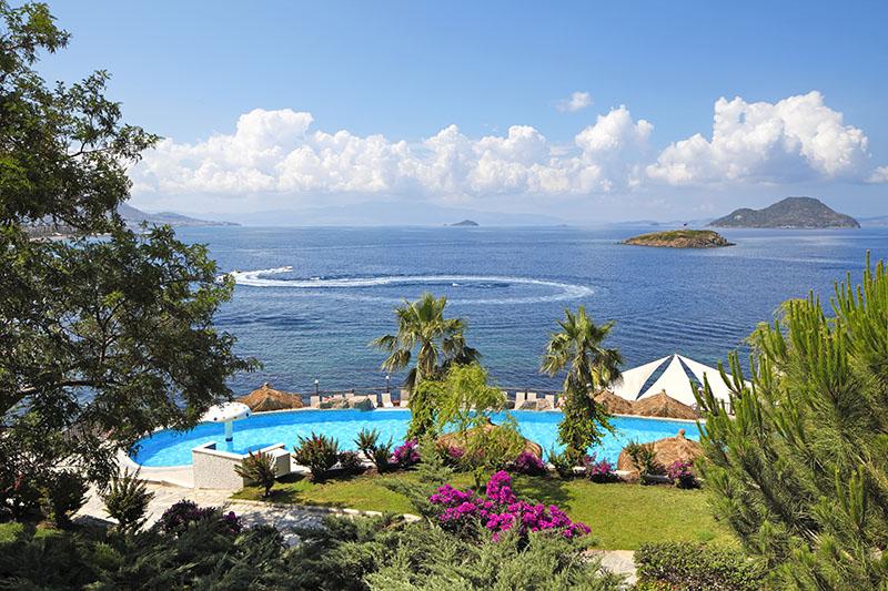 https://aventur.ro/assets/media/imagini_hoteluri/BOKADI/sea_view.jpg