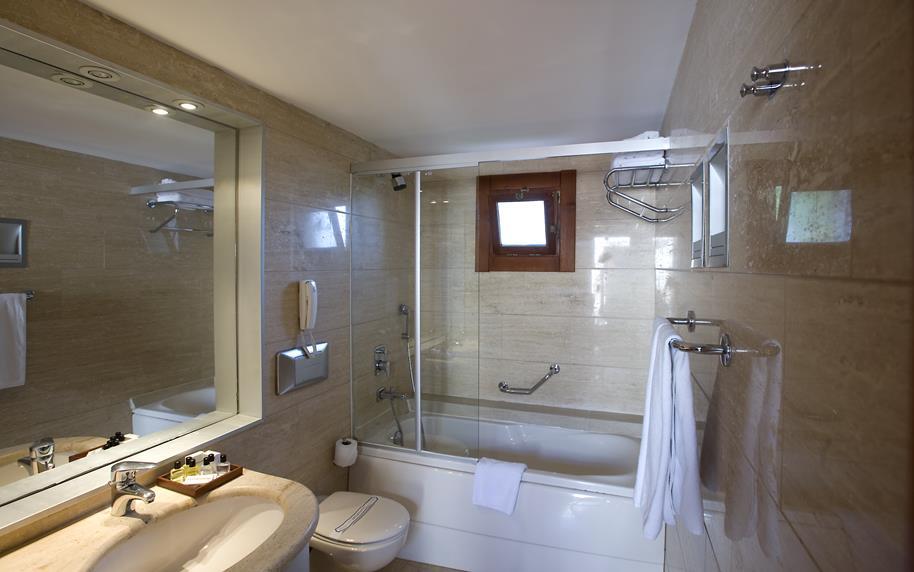 https://aventur.ro/assets/media/imagini_hoteluri/BOKERV/BOKERV-HotelPict11-21317.jpg