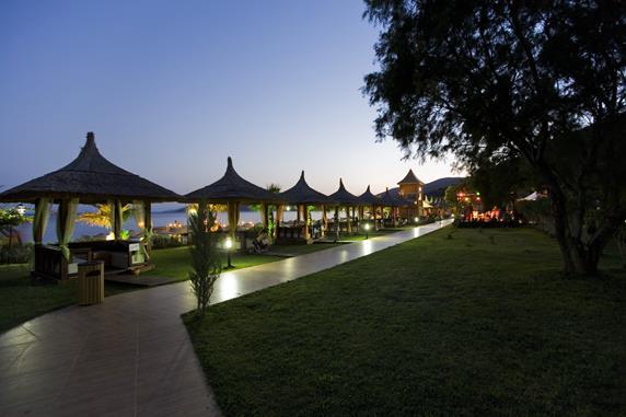 https://aventur.ro/assets/media/imagini_hoteluri/BOLATA/BOLATA-HotelPict3-20042.jpg