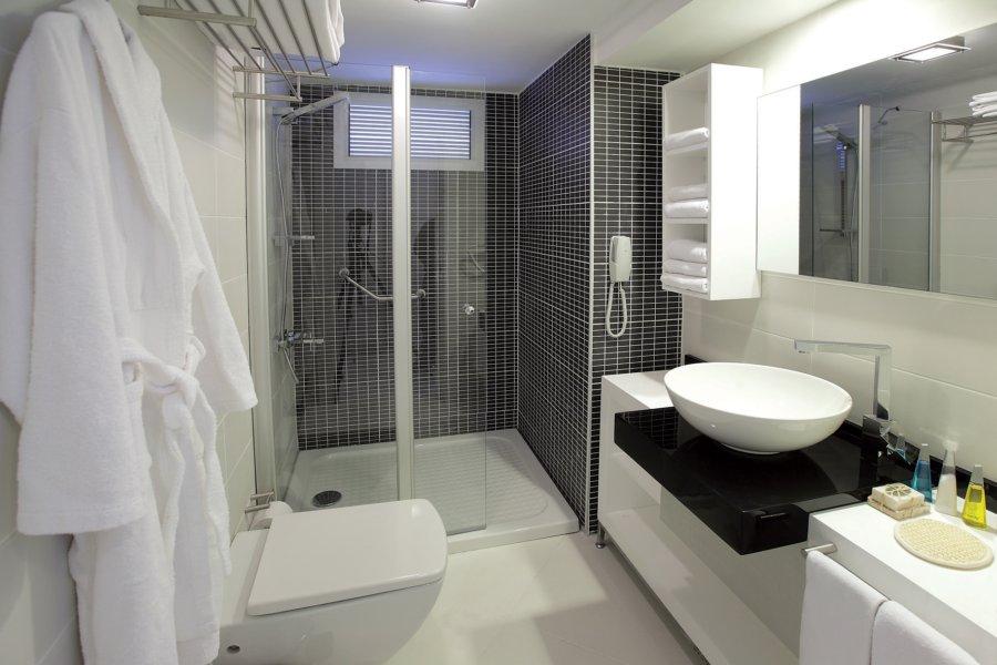 https://aventur.ro/assets/media/imagini_hoteluri/BOVOTO/Voyage-Torba-Bungalow-Standart-Room-03(1).jpg