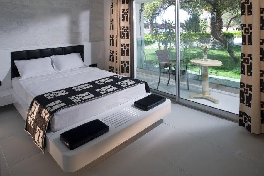 https://aventur.ro/assets/media/imagini_hoteluri/BOVOTO/Voyage-Torba-Bungalow-Standart-Room-04.jpg