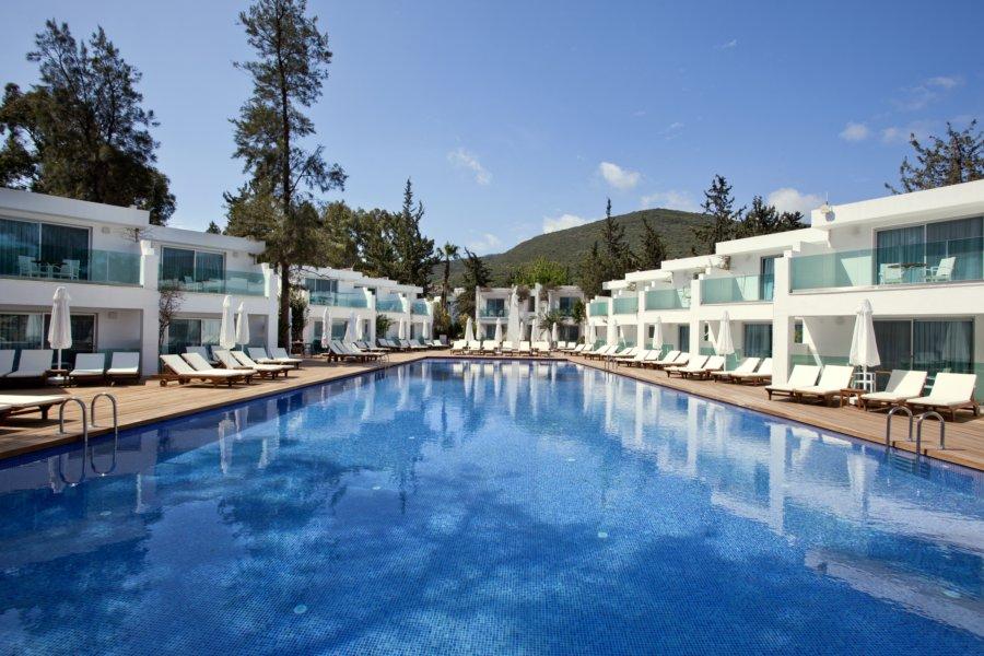 https://aventur.ro/assets/media/imagini_hoteluri/BOVOTO/Voyage-Torba-Deniz-Tarafi-Havuz-01.jpg