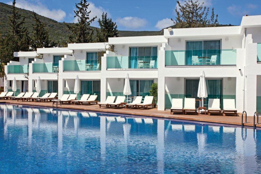 https://aventur.ro/assets/media/imagini_hoteluri/BOVOTO/Voyage-Torba-Deniz-Tarafi-Havuz-02.jpg