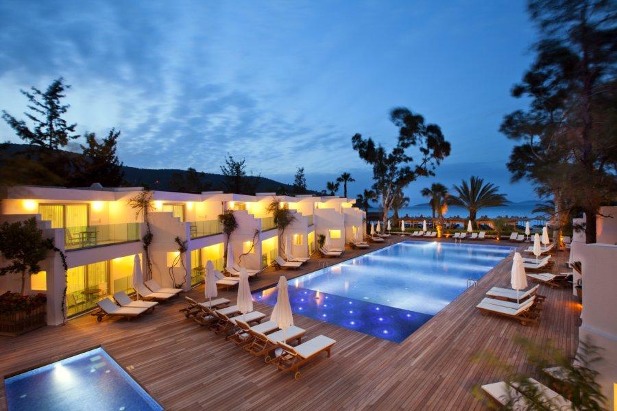 https://aventur.ro/assets/media/imagini_hoteluri/BOVOTO/Voyage-Torba-Deniz-Tarafi-Havuz-06.jpg