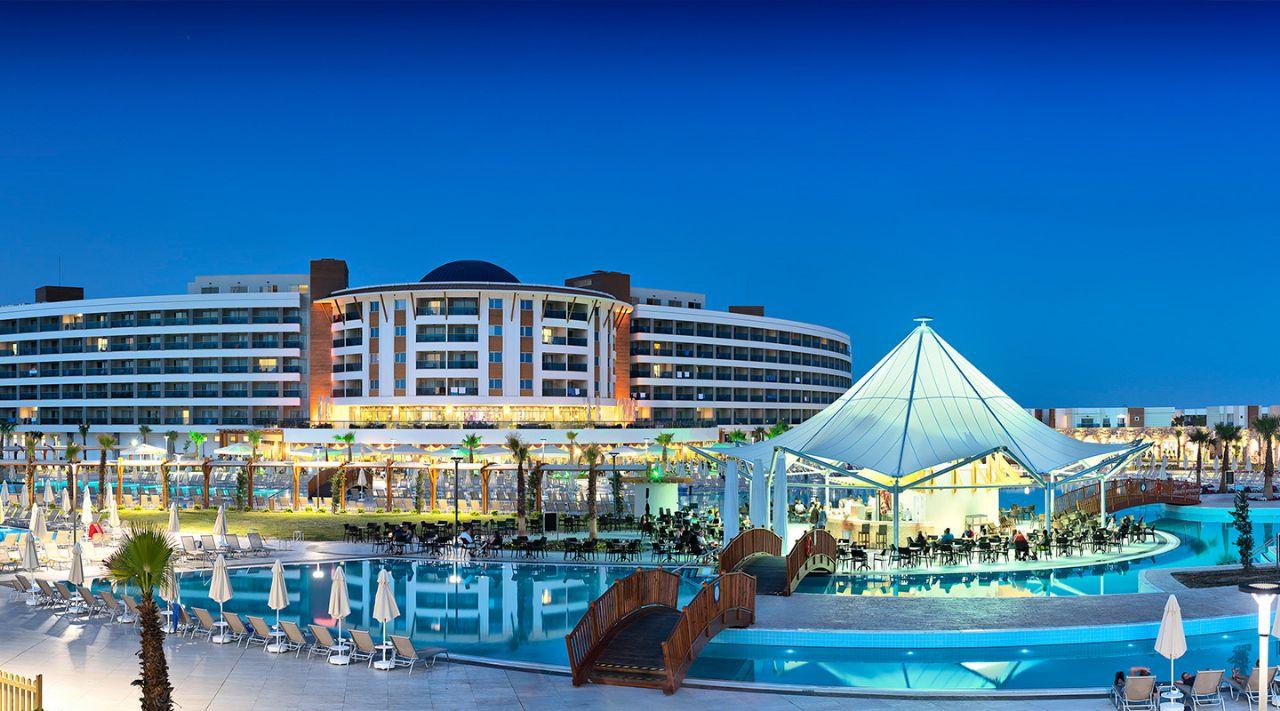 https://aventur.ro/assets/media/imagini_hoteluri/DIAQUA/aquasis-deluxe-resort--spa-otelimiz-675.jpg