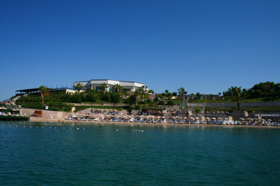 https://aventur.ro/assets/media/imagini_hoteluri/DIPALM/Palm_Wings_Beach_Spa_Didim_plaja1.jpg