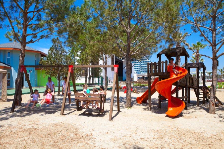 https://aventur.ro/assets/media/imagini_hoteluri/DIVENO/Venosa_Beach_Resort_Spa_loc_joaca_copii.jpg