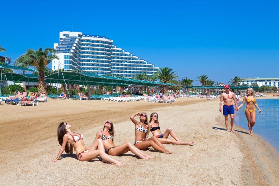 https://aventur.ro/assets/media/imagini_hoteluri/DIVENO/Venosa_Beach_Resort_Spa_plaja.jpg