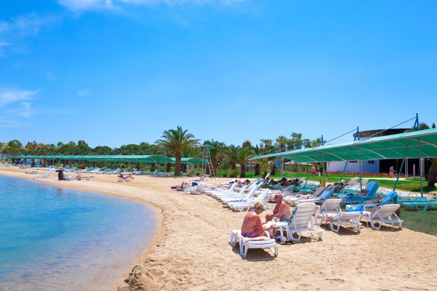 https://aventur.ro/assets/media/imagini_hoteluri/DIVENO/Venosa_Beach_Resort_Spa_plaja4.jpg