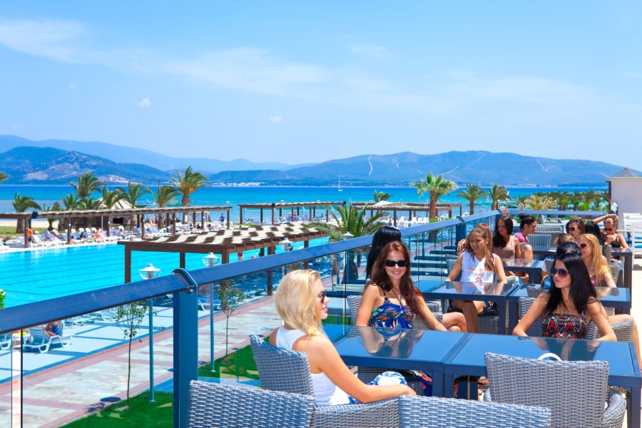 https://aventur.ro/assets/media/imagini_hoteluri/DIVENO/Venosa_Beach_Resort_Spa_terasa.jpg