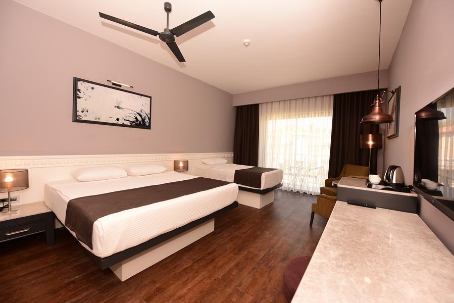 https://aventur.ro/assets/media/imagini_hoteluri/FTJIVA/FTJIVA-HotelPict7-20843.jpg