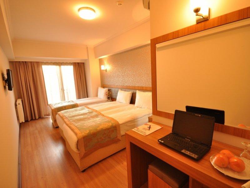https://aventur.ro/assets/media/imagini_hoteluri/GRA728/grand_anzac_hotel_standart_room4-07bc.JPG