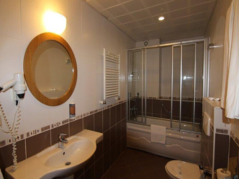 https://aventur.ro/assets/media/imagini_hoteluri/IRI730/iris_hotel_camera2.jpg