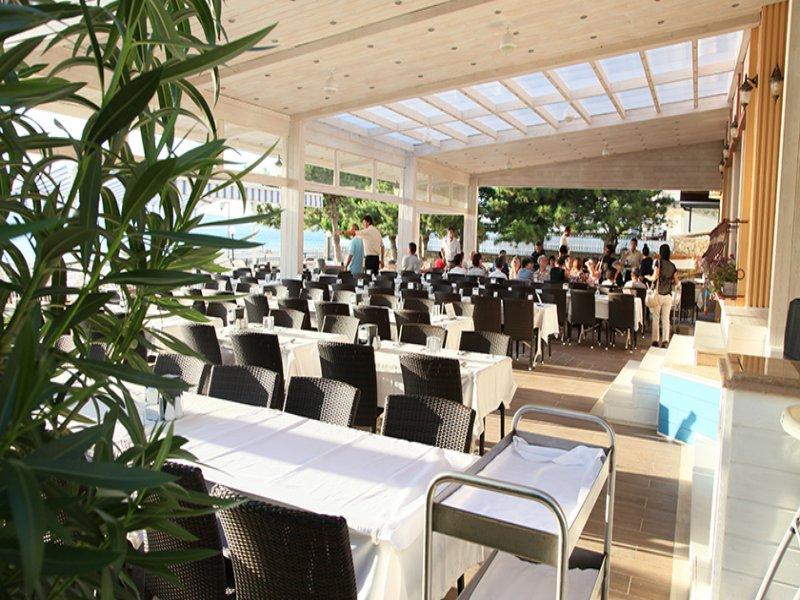 https://aventur.ro/assets/media/imagini_hoteluri/IRI730/iris_hotel_restaurant.jpg