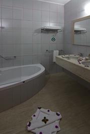 https://aventur.ro/assets/media/imagini_hoteluri/KEDAIM/KEDAIM-HotelPict12-12228.jpg