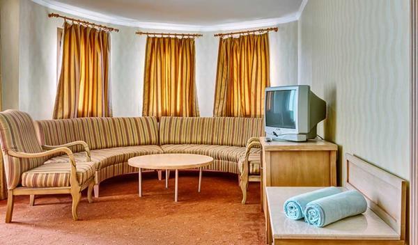 https://aventur.ro/assets/media/imagini_hoteluri/KEJEKA/KEJEKA-HotelPict18-15858.jpg