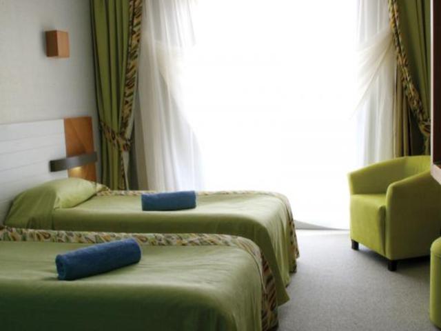 https://aventur.ro/assets/media/imagini_hoteluri/KEKERE/KEKERE-HotelPict5-7323.jpg