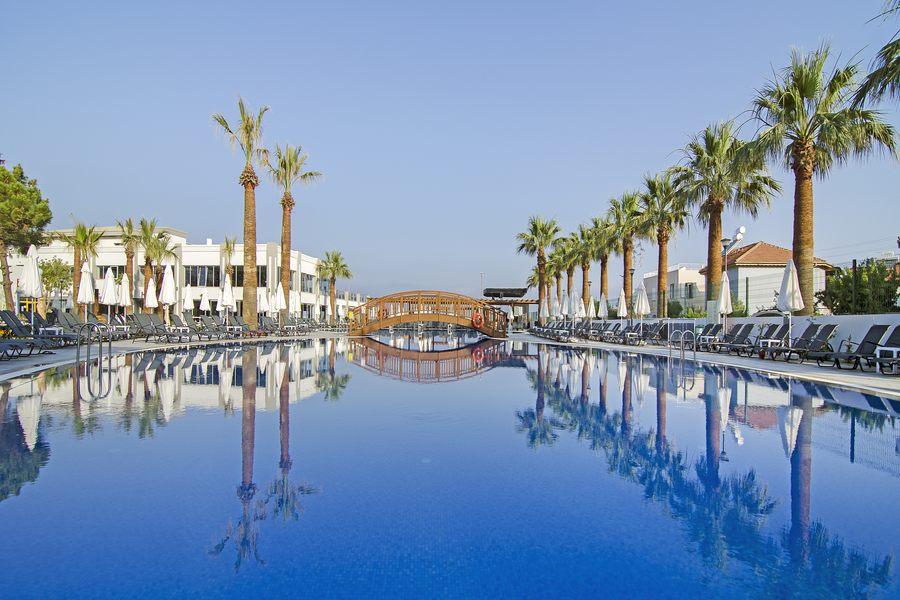 https://aventur.ro/assets/media/imagini_hoteluri/KUPAMK/Kusadasi_Palm_Wings_Resort_3.jpg