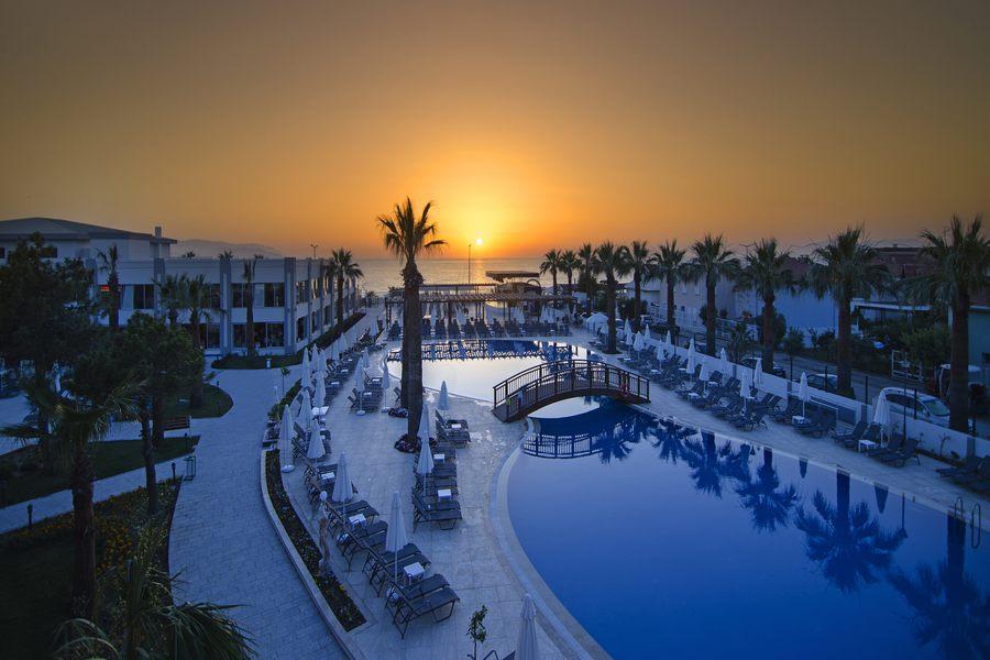 https://aventur.ro/assets/media/imagini_hoteluri/KUPAMK/Kusadasi_Palm_Wings_Resort_9.jpg