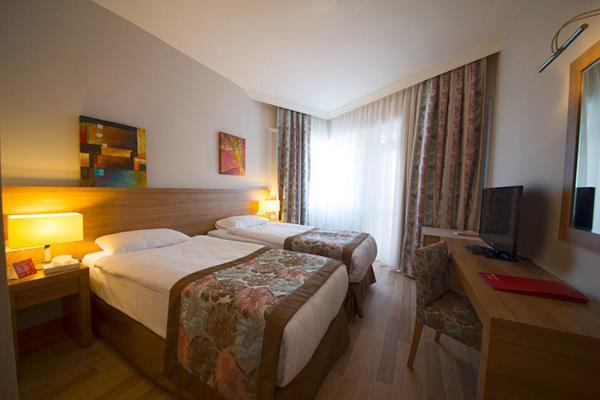 https://aventur.ro/assets/media/imagini_hoteluri/LKLFCL/LKLFCL-HotelPict2-13126.jpg