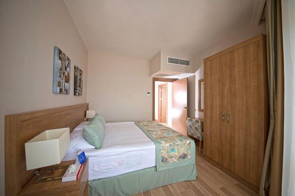 https://aventur.ro/assets/media/imagini_hoteluri/LKLFCL/LKLFCL-HotelPict3-13127.jpg