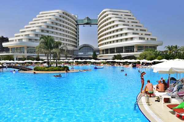 https://aventur.ro/assets/media/imagini_hoteluri/LKMIRA/LKMIRA-HotelPict1-13111.jpg