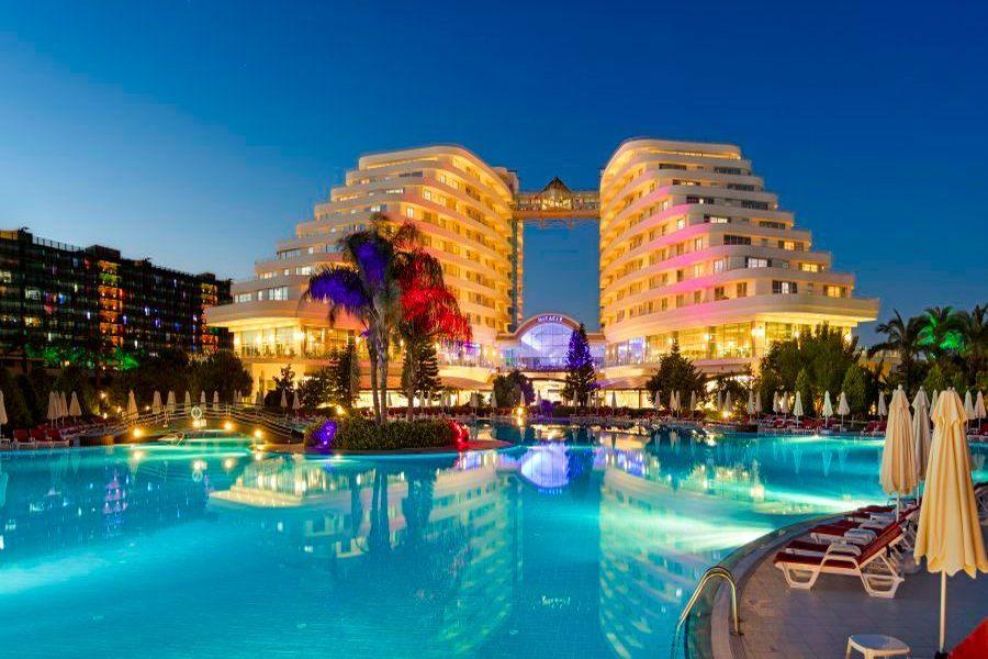 https://aventur.ro/assets/media/imagini_hoteluri/LKMIRA/Lara_Miracle_Resort.jpg