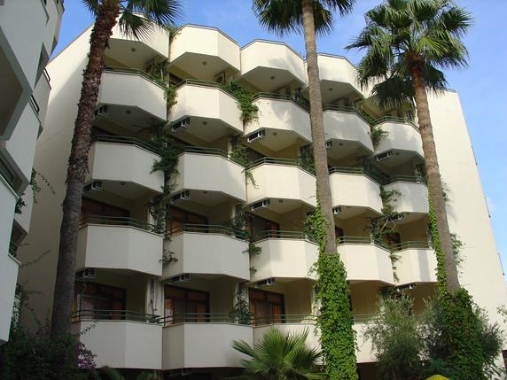 https://aventur.ro/assets/media/imagini_hoteluri/MAAMOS/MAAMOS-HotelPict1-18494.jpg